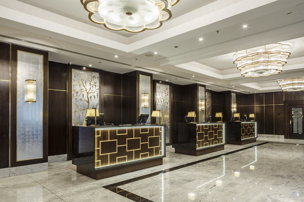 Hilton budapest revamp featuring goddard littlefair for Design hotel reception