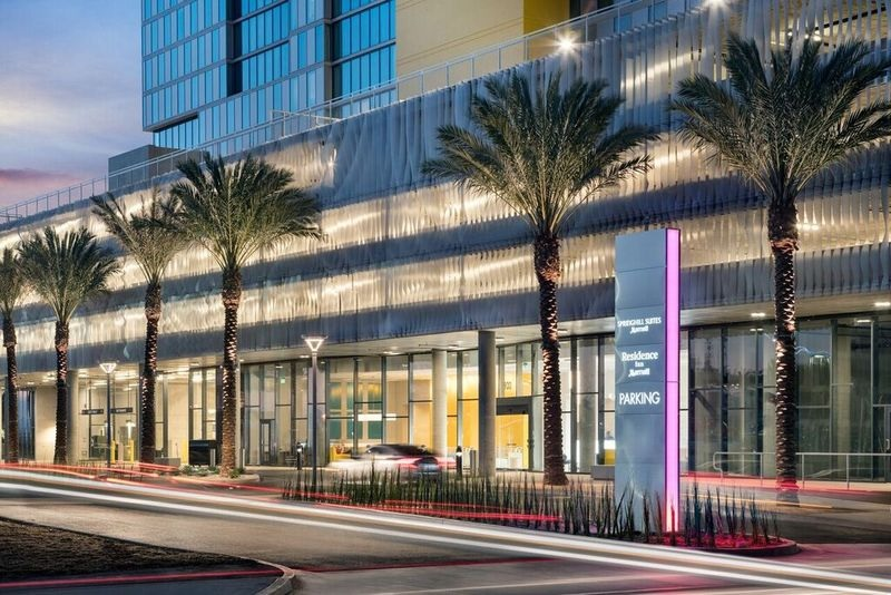 Marriott opens two new properties in downtown san diego for Springhill designs