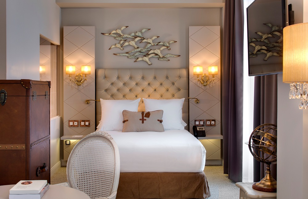 Room at Grand Hotel Des Sablettes Plage - Curio Collection