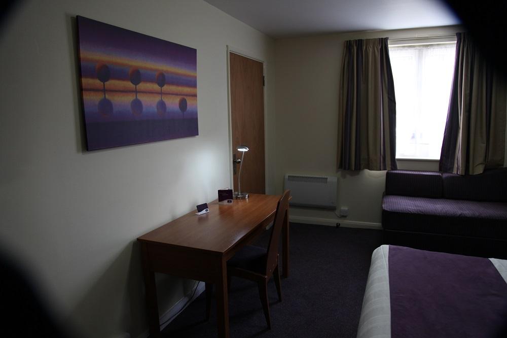 Premier Inn Woking rooms