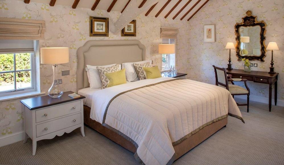 Foxhills Club and Resort - Deluxe Suite