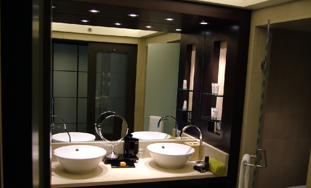 Bathroom accessory focus lighting fixtures hotel designs for Bathroom design jobs london