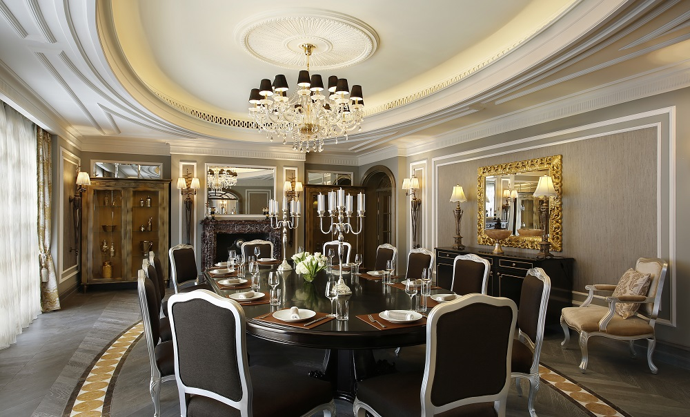 Sir Winston Churchill Suite - Generous size dining room for 12 persons