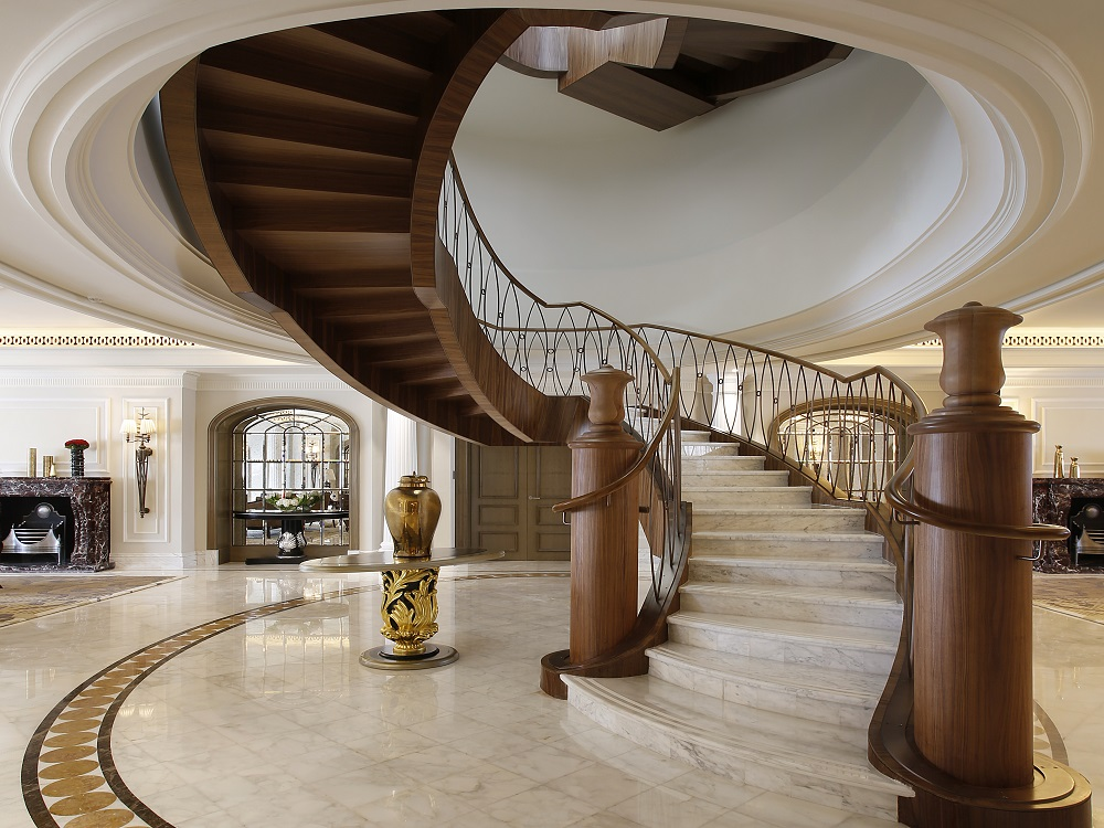Sir Winston Churchill Suite - Majestic In-Room Grand Staircase