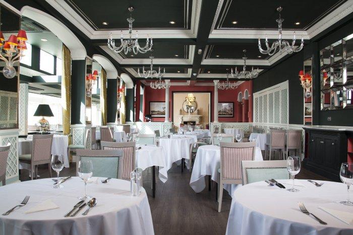 The Garden Restaurant - Bromley Court Hotel
