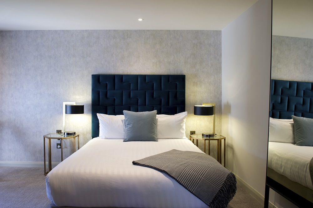 The Lodge Hotel, bedroom, mirror (small)