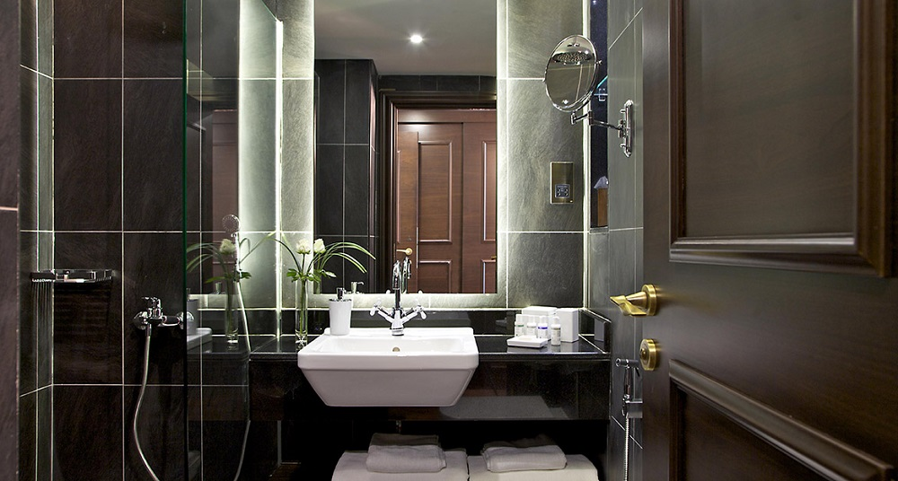 Dukes dubai a quintessentially british hotel in uae for Bathroom design uae