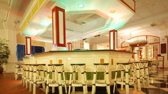 bar at the entrance of Doc Cheng's restaurant, Raffles Hotel, Singapore