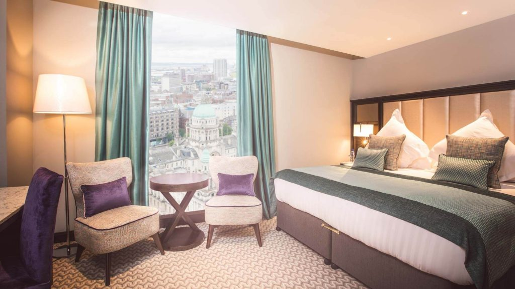 guestroom boasting stunning views of the city