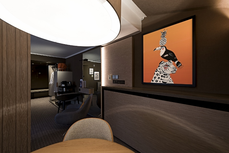 The London Marriott Regents Park ARTIQ worked closely with Anita Rosato Interior Design on the curation of a fun and location-specific art collection for London Marriott Hotel Regents Park