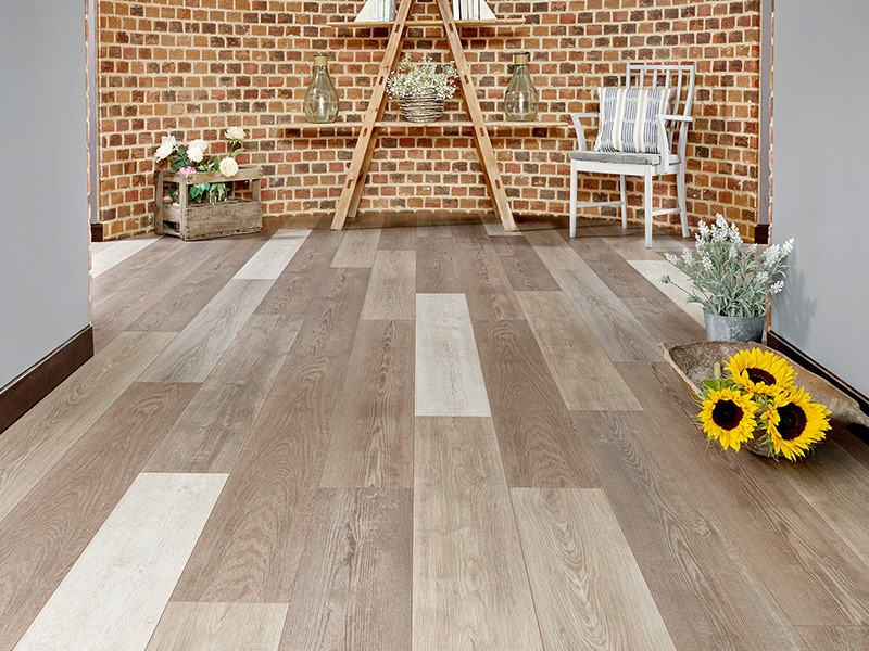 Mixed tones in wood flooring