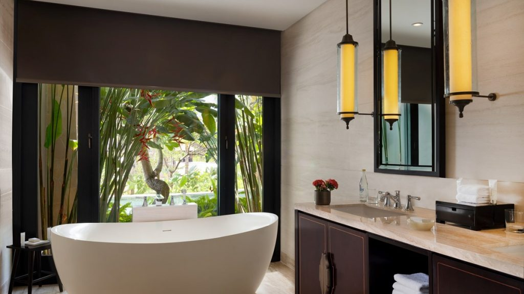 grand deluxe lagoon bathroom