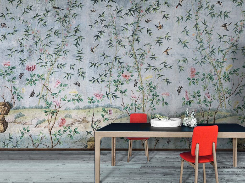 Striking design of wallpaper on the walls