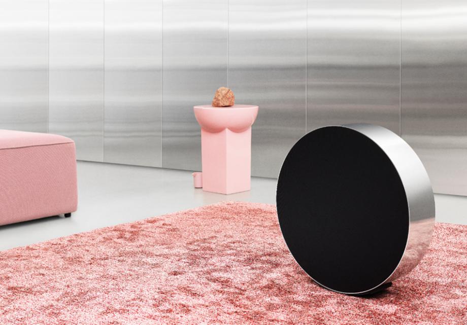 The speaker on a pink carpet