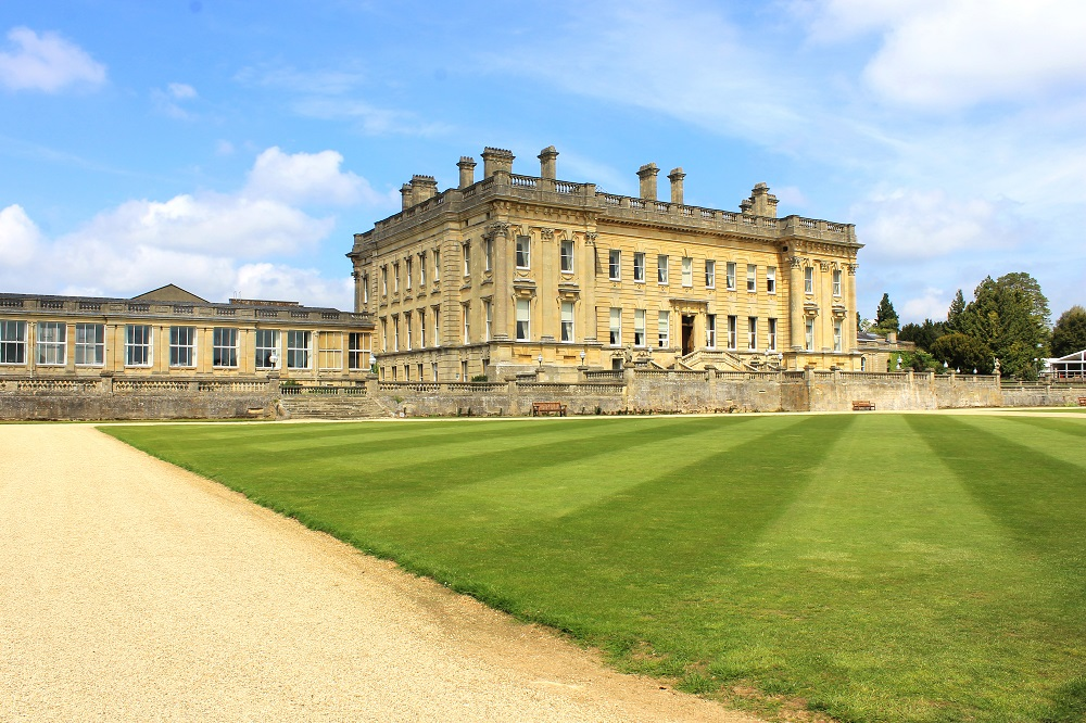 Establishing shot of Heythrop Park