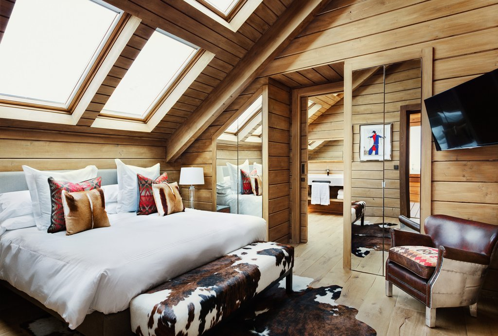 lodge-like interiors in the guest room