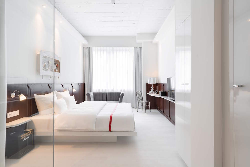 White, bright and contemporary guestroom