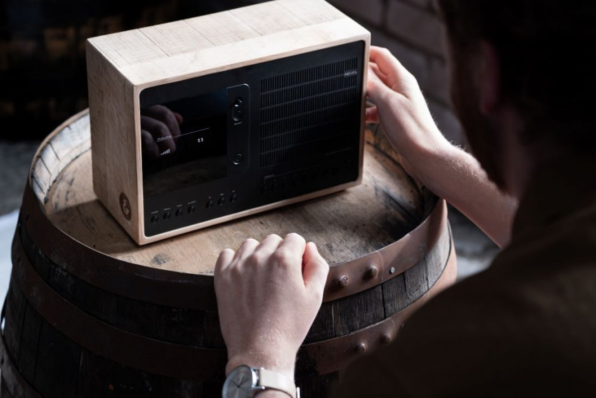 Hands on the wooden radio