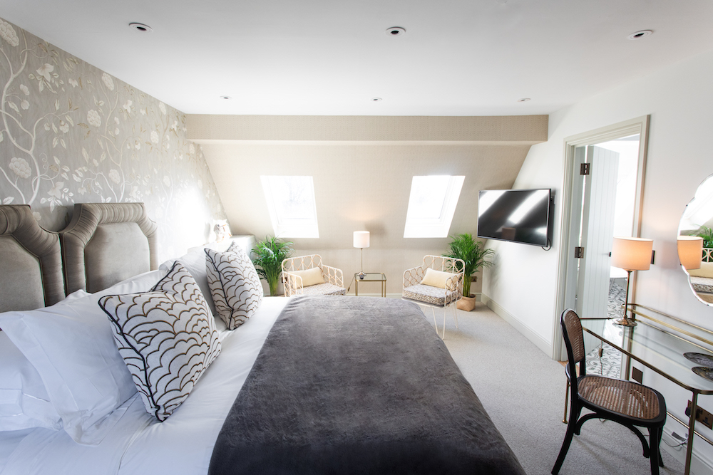 Luxe modern guestroom