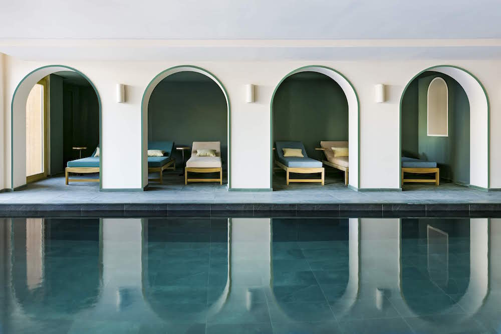Arches that shelter relaxation areas poolside