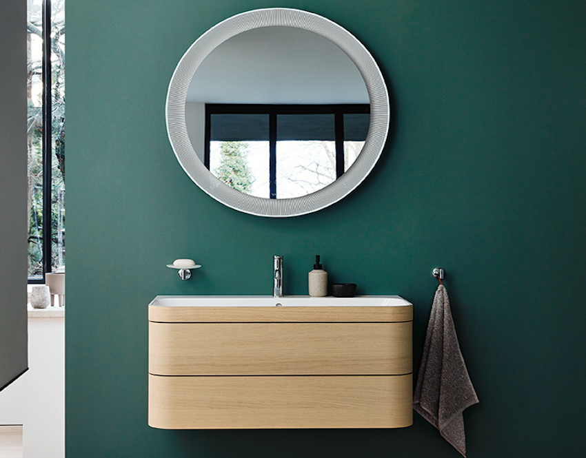 Image caption: Specifically developed for the characteristic shape of the Happy D.2 Plus series, for the first time, the patented c-bonded technology enables the practically seamless connection of rounded ceramics with the new floor-standing metal console in Black Matt with integrated towel rail. Faucets from the C.1 series | Image credit: Duravit