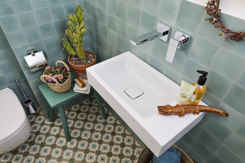 Modern, quirky bathroom