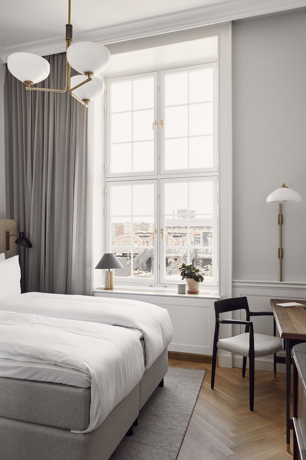 Light airy guestroom inside Villa COpenhagen