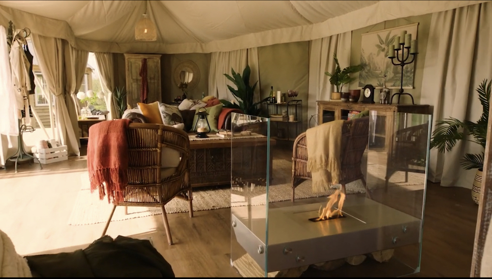 Image of interiors of a luxury tent on safari site