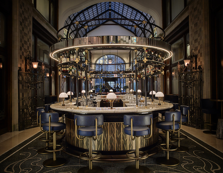 A dramatic image of Múzsa bar inside Four Seasons Hotel Budapest