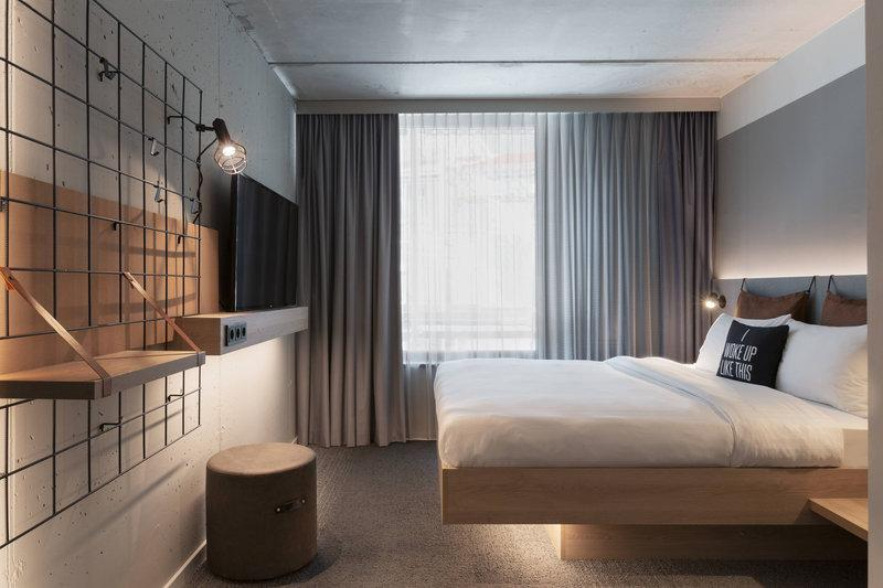 A clean modern guestroom