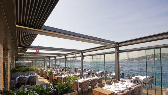Alfresco dining overlooking the coast