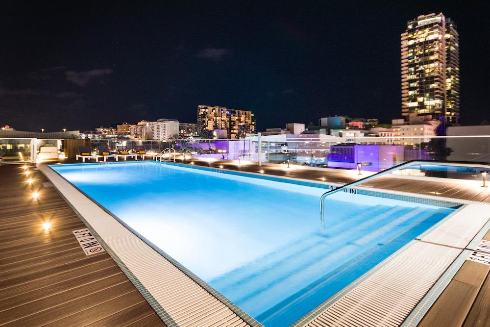 Image of rooftop pool in Berkeley Park Hotel