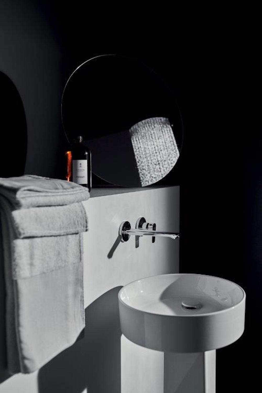 Image of black bathroom with white cermaic basin from Ideal Standard