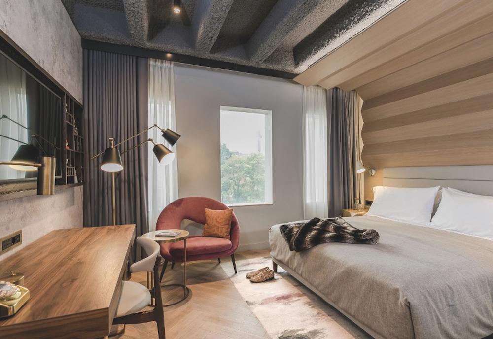 A comfy bedroom setting
