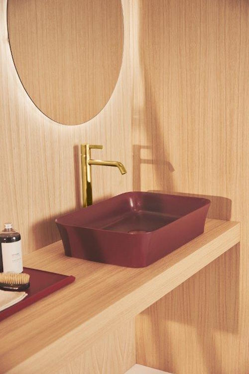 Wooden bathroom with dark red sink from Ideal Standard