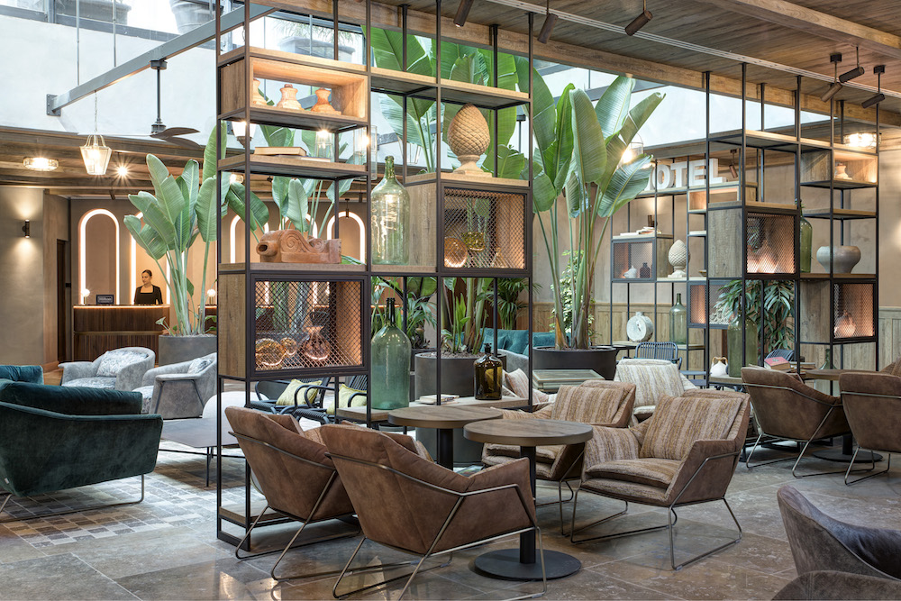 Lobby that features comfortable furniture and biophilic design