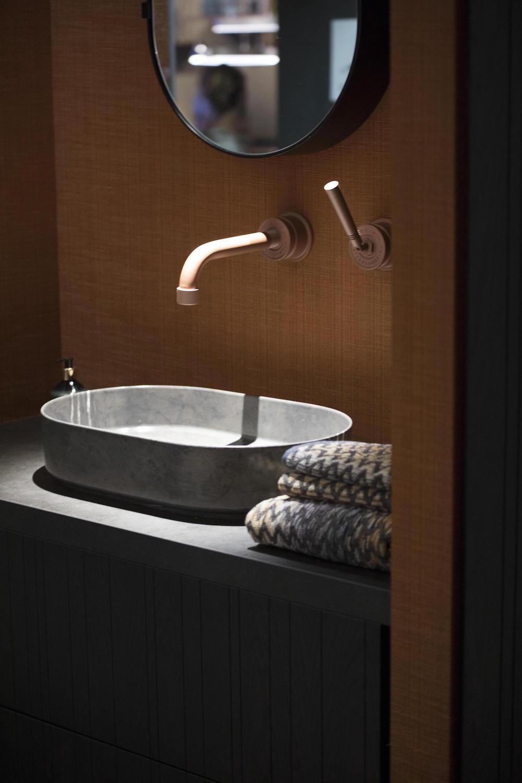 Dutch Walltextile in bathroom. | Image credit: Fameed Khalique