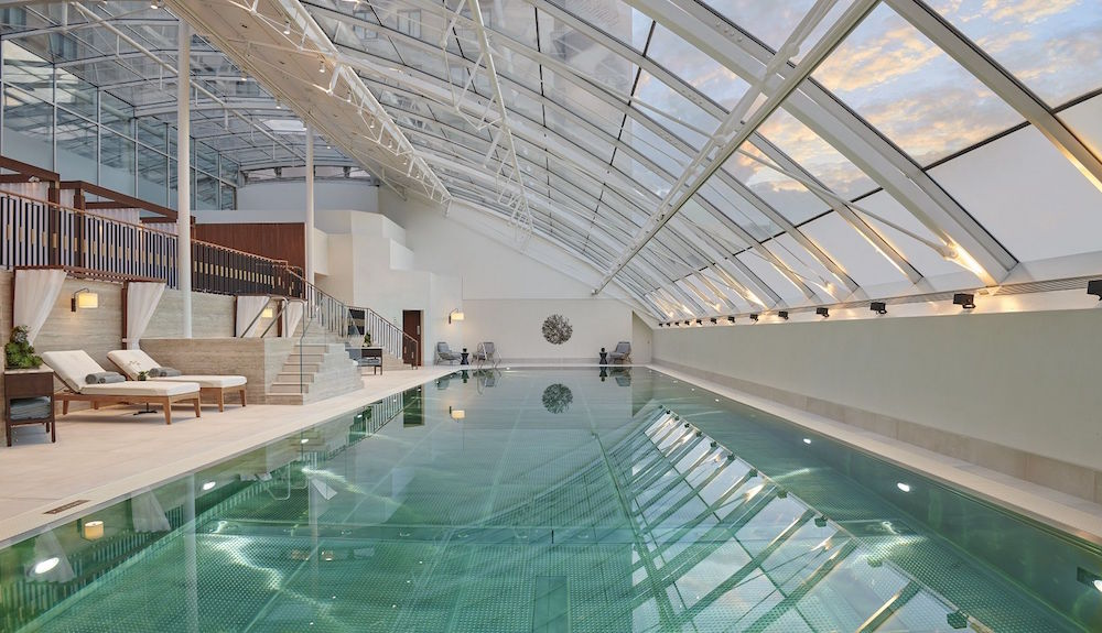 Large pool inaside the Jumeirah hotel in London