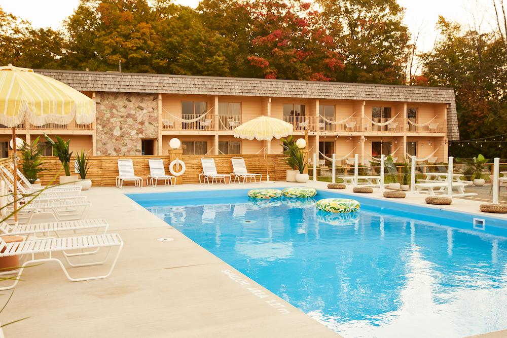 Image of pool in motel