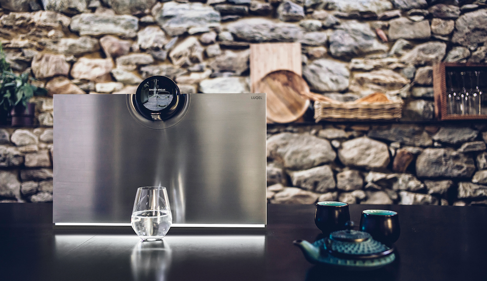The slick water station by LUQEL is particularly suitable for the hospitality industry and offers users 30 different recipes with individual mineralisation.