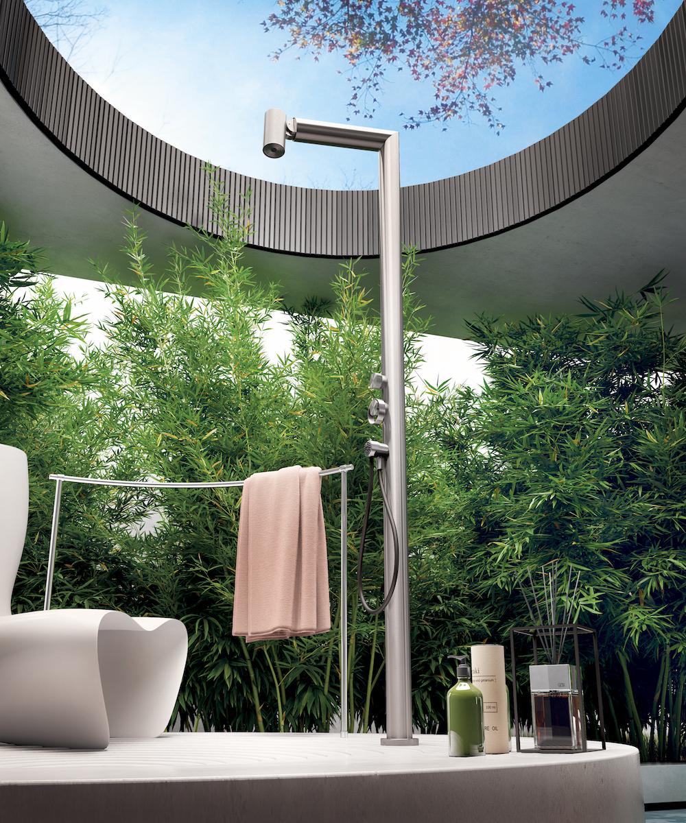 Slick outdoor shower
