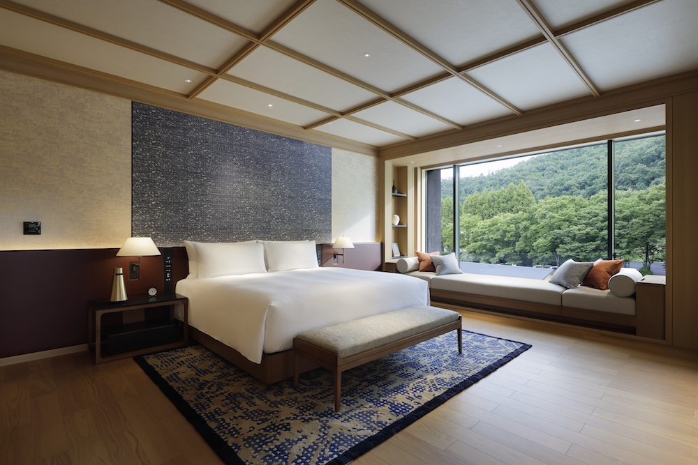 A large, open guestroom